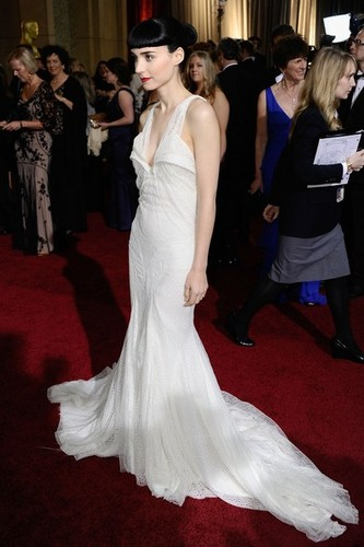 Rooney Mara - 84th Annual Academy Awards/red carpet - (26.02.2012)