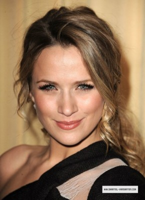 Shantel VanSanten wallpaper containing a portrait entitled Shantel <3