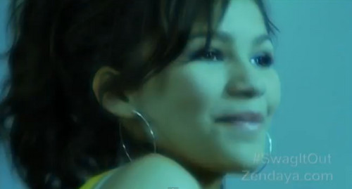 Zendaya Coleman پیپر وال with a portrait entitled Swag It Out [music video]