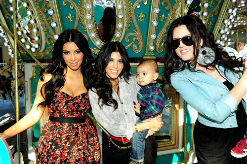 The Kardashians - keeping-up-with-the-kardashians Photo