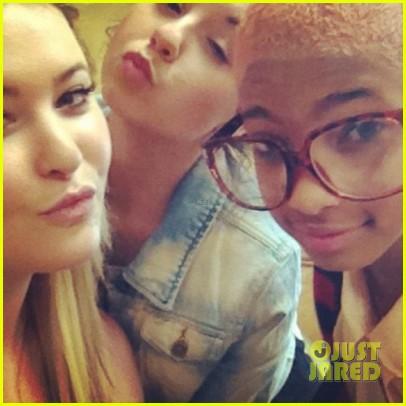 Willow Smith: Bleach Blonde Hair Pics!