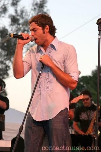Zachary Levi <3