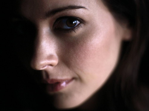 Amy Acker kertas dinding with a portrait titled Amy