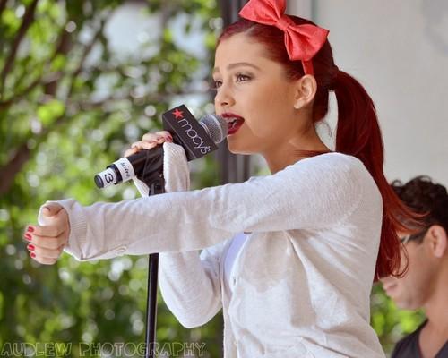 Ariana Grande kertas dinding called Ariana Grande <3333