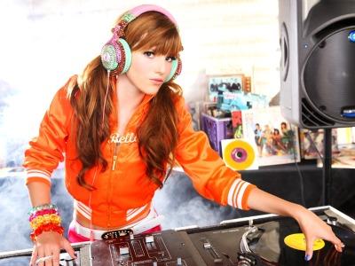 Bella Thorne DJ