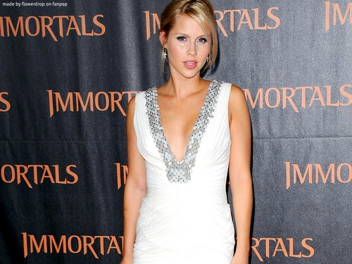 Claire Holt 壁紙
