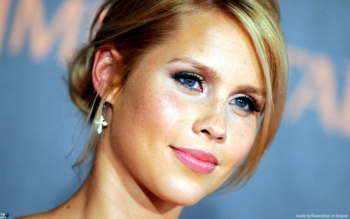 Claire Holt kertas dinding