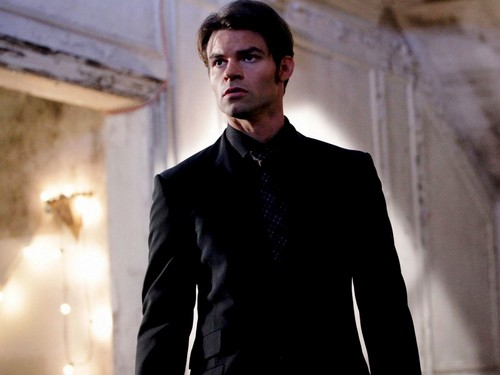 Daniel Gillies 壁紙 with a business suit, a suit, and a double breasted suit called Daniel Gillies 壁紙