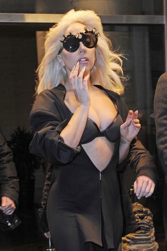 Gaga leaving her hotel in NY