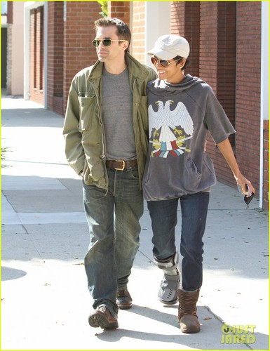 Halle Berry & Olivier Martinez: Doctor's Office Duo