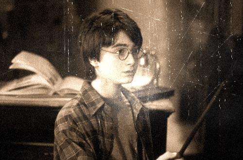 ハリーポッターが杖を振る壁紙