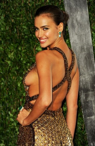 "Irina Shayk - - ""Vanity Fair Oscar Party"" - (26.02.2012)"