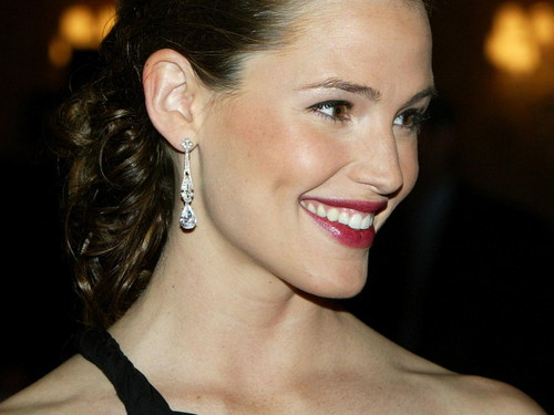 Jennifer Garner wallpaper possibly containing a portrait titled Jennifer