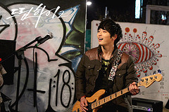 Dream High 2 پیپر وال containing a guitarist and a کنسرٹ titled Jin Yoo Jin