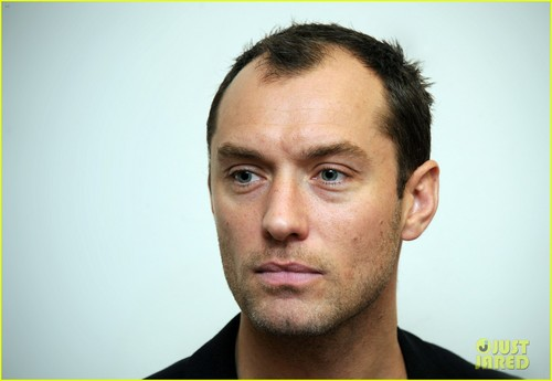 Jude Law wallpaper with a portrait called Jude Law: Peace One Day's Global Truce Launch!