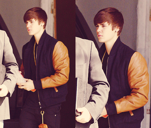 Justin arriving at a Los Angeles studio for a photoshoot :)
