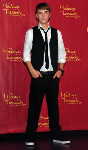 Justin got his 4th wax figure in Madame Tussauds