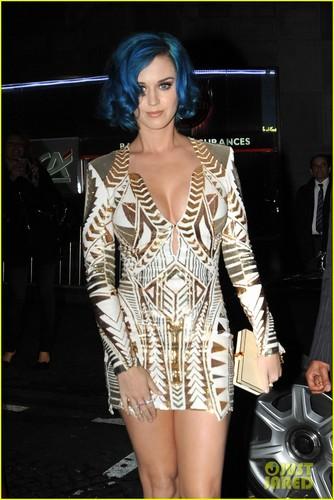 Katy Perry: Karl Lagerfeld makan malam, majlis makan malam Party!