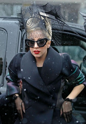 Lady Gaga arriving at Harvard বিশ্ববিদ্যালয়