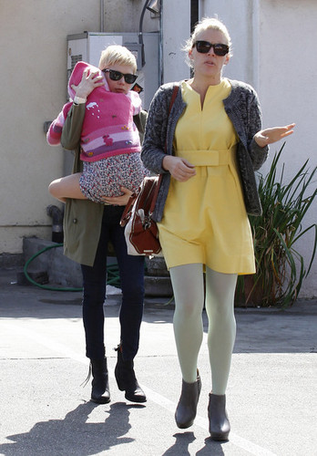 Michelle Williams & Busy Phillipps go to Lunch - (29.02.2012)