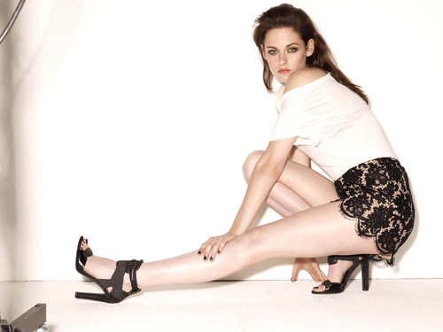 Kristen Stewart fond d'écran with bare legs and tights titled New outtakes for Glamour Magazine (2011)