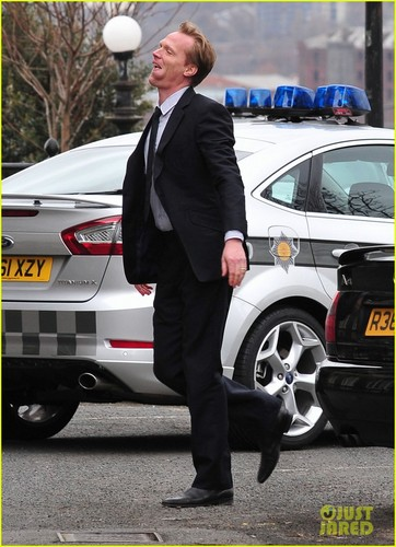 Paul Bettany: On Set for 'Blood'!