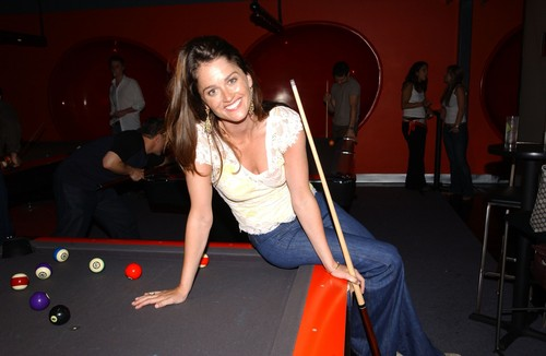Robin Tunney wallpaper containing a pool table, a billiard room, and a poolroom called Robin Tunney