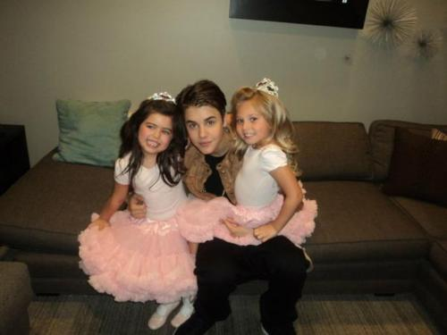 Sofia Grace and Rosie With Justin ☺
