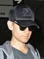 Tobey Maguire Looking Very Thin At LAX - tobey-maguire photo