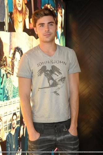 Zac Efron - John John 2012
