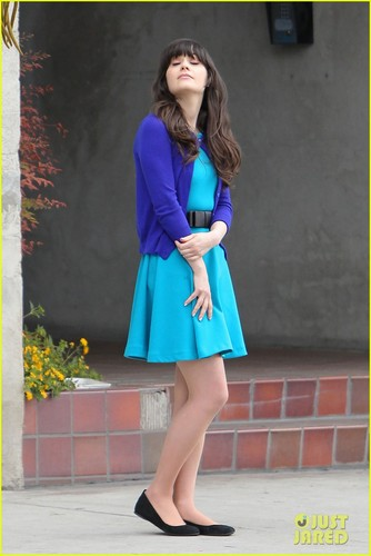 Zooey Deschanel: Working Girl! - zooey-deschanel Photo