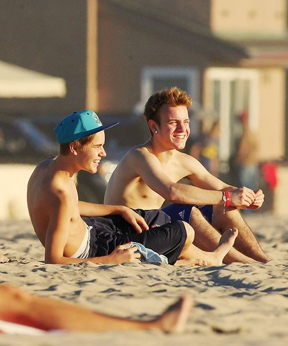 bieber on beach, pwani