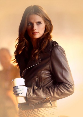 Kate Beckett karatasi la kupamba ukuta probably containing a well dressed person, a hip boot, and an outerwear titled ♥ Kate ♥