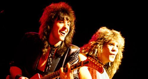 ボン・ジョヴィ 壁紙 containing a guitarist and a コンサート entitled Bon Jovi