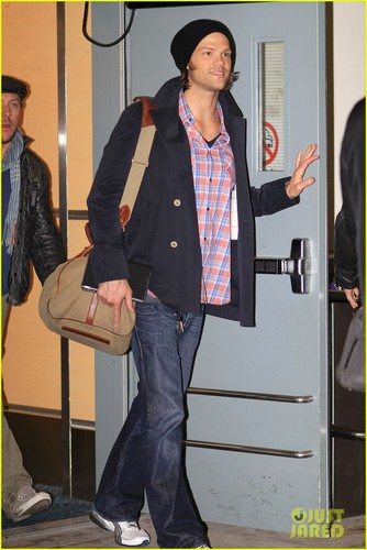 Jared Padalecki arrive at the airport in Vancouver