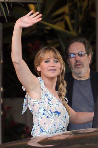 Jen leaving the Four Seasons hotel in Beverly Hills