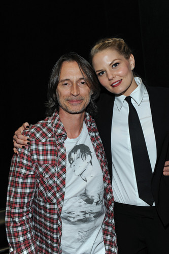 Jennifer Morrison and Robert Carlyle