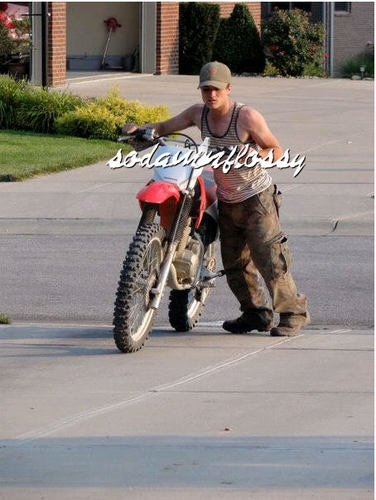 조쉬 허처슨 바탕화면 possibly with a trail bike entitled Josh Hutcherson