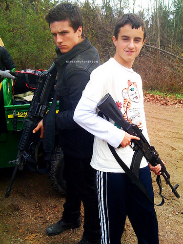Josh Hutcherson with his brother Connor - josh-hutcherson Photo