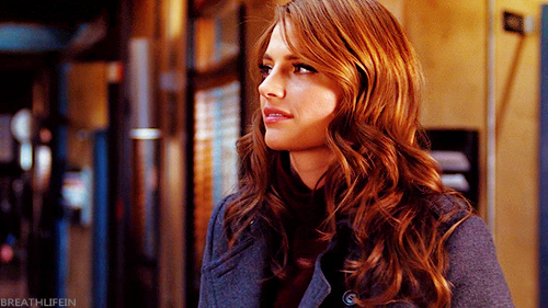 Kate Beckett karatasi la kupamba ukuta probably with a business suit, a well dressed person, and a portrait called Kate <33