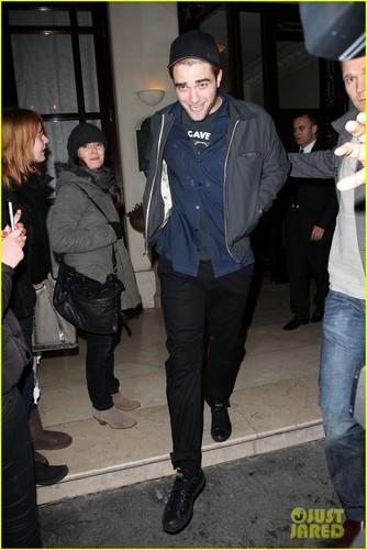 Kristen Stewart & Robert Pattinson: Parisian cena Date!