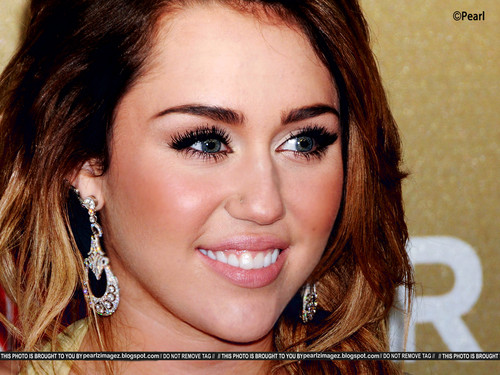 Miley Cyrus Highly Retouched pic kwa Pearl!