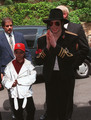 Omer Bhatti and Michael Jackson - michael-jackson photo