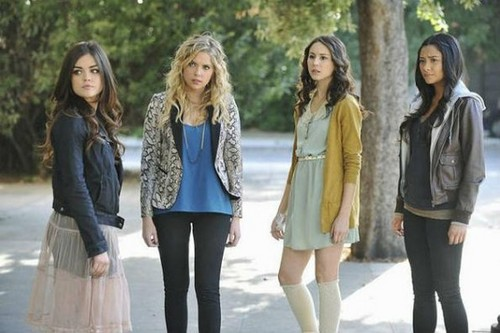 Pretty Little Liars - Episode 2.24 - If These muñecas Could Talk - New Promotional foto