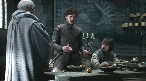 Robb-with-Theon-and-Luwin-robb-stark-29539663-500-279