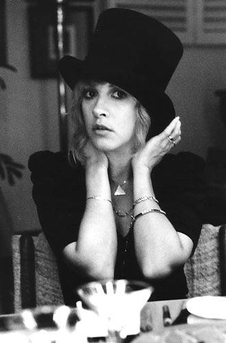 stevie nicks wallpaper with a fedora, a campaign hat, and a boater entitled Stevie In A topo, início Hat