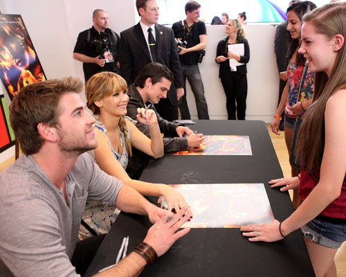 The Hunger Games LA Mall Tour - jennifer-lawrence-and-josh-hutcherson Photo