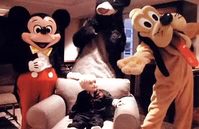Young Prince Jackson with Mickey muis and Doofy cute