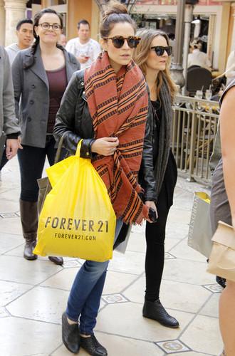 [ January 16, 2012 ] - Sarah Roemer Stocks Up At Forever 21