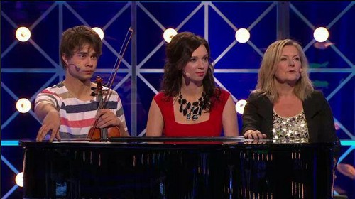 "Alexander in the swedish tv প্রদর্শনী ""Så ska det låta"" 04/3/12"